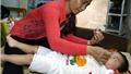 Xóm trọ bệnh nhi Hà Nội mùa nắng nóng: Tình người giữa bạo bệnh