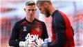 MU: Solskjaer chọn De Gea hay Henderson bắt chính ở chung kết Europa League?