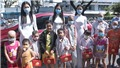 Hoa hậu Tiểu Vy, Á hậu Phương Nga và Thúy An tặng quà trung thu các bệnh nhi