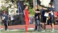"""U22 Việt Nam thắng dễ, HLV Park Hang Seo vẫn chỉ đạo cực """"gắt"""" trên đường pitch"""