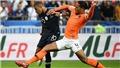 """Quả bóng Vàng: Van Dijk vượt qua 50 đối thủ trong thế """"một chọi một"""""""