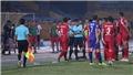 VIDEO: Trọng tài Trương Hồng Vũ 'bẻ còi', trận Viettel 2-1 B.Bình Dương ngừng hơn 5 phút