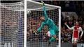 Chelsea 4-4 Ajax: Thủ thành Kepa thành trò cười với pha phản lưới bằng... mặt hài hước