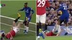 Chelsea 0-2 MU: Maguire may mắn thoát thẻ đỏ sau pha đạp người thô thiển như thế nào?