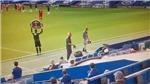 Cầu thủ Chelsea bị thẻ đỏ, Klopp có hành động khiến người hâm mộ khâm phục