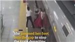 VIDEO: Sợ đi làm muộn, người phụ nữ liều lĩnh dùng chân cản tàu cao tốc