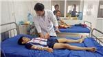 Đắk Lắk: Bé trai bị dập nát bàn tay vì sử dụng điện thoại khi đang sạc pin