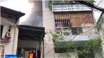 VIDEO: Giải cứu 8 người trong căn nhà bốc cháy ở trung tâm Sài Gòn