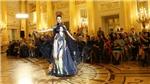 Ấn tượng áo dài Việt Nam với nữ nhiếp ảnh gia Nga