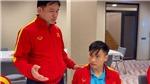 VIDEO: Bầu Tú hỏi thăm chấn thương của Đức Tùng sau trận gặp Séc