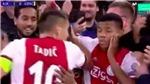 Đội trưởng Ajax gây sốc khi... tát đồng đội trong lúc ăn mừng bàn thắng