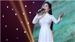 Ca sĩ Phương Nga đẹp dịu dàng với trang phục áo dài trắng