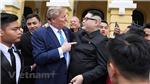 Chùm ảnh: Cặp đôi 'Trump- Kim Jong-un' tươi cười chụp ảnh cùng người dân Hà Nội