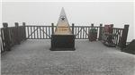 Đỉnh Fansipan đẹp ngỡ ngàng sau cơn mưa băng