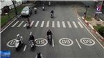 VIDEO: Thành phố Hồ Chí Minh sơn biển báo tốc độ như ở nước ngoài