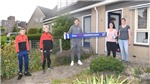 Văn Hậu đi tặng quà các CĐV Heerenveen