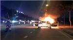 Hải Dương: Xe ô tô con đột nhiên bốc cháy khi đang chạy