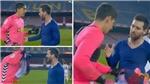 Thủ môn Elche sốc khi được Messi đề nghị đổi áo
