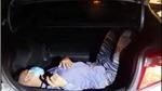Phát hiện người trốn trong cốp xe tại chốt kiểm dịch