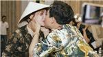 Vợ chồng Trấn Thành - Hari Won hôn nhau ở buổi ra mắt phim 'Bố già'