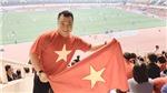 Lý Hùng ăn mừng cuồng nhiệt trên sân Mỹ Đình trước trận thắng của tuyển Việt Nam