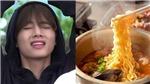 Bật cười xem V BTS say xưa hát về mỳ ramen