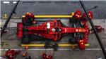 Đua xe Ferrari đeo đồng hồ nào?