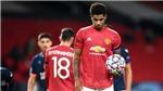Scholes không hiểu tại sao Fernandes nhường đá 11m, lỡ cơ hội lập hat-trick