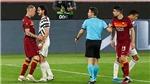 """Fan MU phát sốt với hành động kiểu """"anh lớn"""" của Cavani trước Roma"""