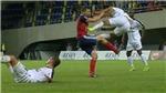 Sốc với pha 'song phi' tàn bạo hơn De Jong nhiều lần ở vòng loại Champions League