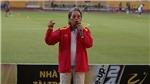Nhạc sỹ Phó Đức Phương hướng dẫn CĐV hát cổ vũ bóng đá