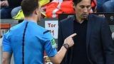 KỲ QUẶC: Giận HLV, trọng tài hoãn trận Leverkusen - Dortmund, rời khỏi sân