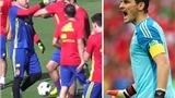 NÓNG: Iker Casillas bất ngờ TÁT Pique trong buổi tập