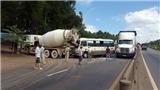 Xe khách đâm vào đuôi xe trộn bê tông, 1 người tử vong