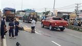 Xe máy va chạm xe tải tốc độ cao, 3 người chết