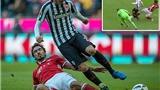 Mats Hummels gây sốt với 'pha tắc bóng của mùa giải'
