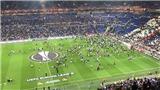 Cảnh CĐV loạn đả khiến trận Lyon và Besiktas bị hoãn gần 1 tiếng gây sốc