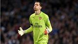 Thủ môn Szczesny của Arsenal phì phèo thuốc lá, bị HLV Wenger phạt nặng