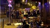 VIDEO khủng bố Paris: Hàng chục tiếng nổ 'trước mũi xe cảnh sát', hàng loạt nạn nhân quằn quại trên hè phố