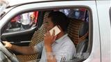 Dùng điện thoại khi lái xe sẽ bị phạt 800.000 đồng