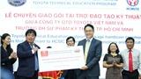 Toyota Việt Nam chuyển giao thiết bị đào tạo kỹ thuật cho các trường ĐH