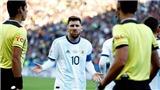 Copa America 2019: Cả HLV lẫn đội phó Brazil cùng phản pháo việc bị Messi 'đá xoáy'