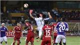 Hà Nội ghi bàn tranh cãi, cầu thủ TPHCM rời sân để phản đối
