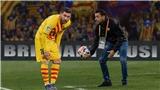 Bóng đá hôm nay 6/6: Hàng thủ MU bị chê 'mềm hơn bánh xốp'. Xavi tiết lộ lý do từ chối Barca