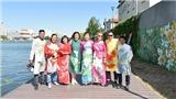 Chiêm ngưỡng sưu tập áo dài Việt Nam trên nước Pháp