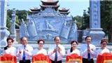 Thủ tướng Nguyễn Xuân Phúc cắt băng khánh thành Đền thờ gia tiên Chủ tịch Hồ Chí Minh