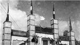Ảnh = Ký ức = Lịch sử (Kỳ 10): Cổng chào ngày tiếp quản Hà Nội 10/10/1954