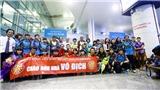 Các tuyển thủ nữ không ngủ suốt chuyến bay trở về Việt Nam