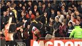 MU: 25 năm, cú đá kung-fu của Eric Cantona
