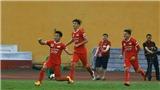 Đội của sao U23 Việt Nam lên đầu bảng